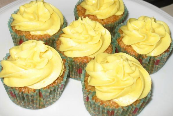 Island Mango Cupcakes with Banana Rum Buttercream Frosting ...
