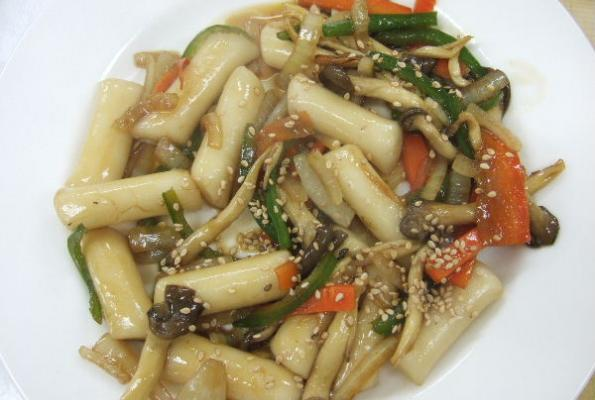 Korean Royal Palace Stir Fried Rice Cakes Gungzung Duckboke Vegweb Com The World S Largest Collection Of Vegetarian Recipes