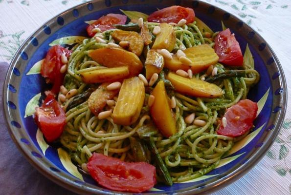 SPINACH PESTO PASTA WITH ROASTED VEGETABLES L1060430